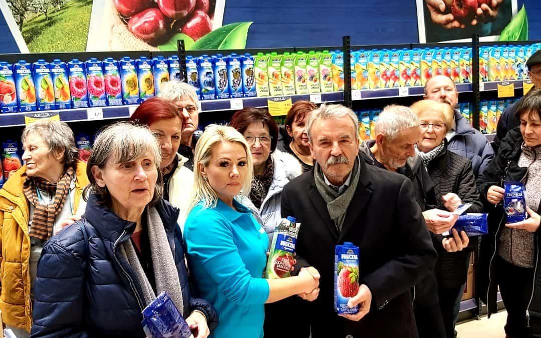 Trepetlika enota Maribor – člani enote v vlogi pospeševalcev prodaje Fructal izdelkov